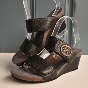 * Black Leather Aetrex Janey Orthopedic Sandals